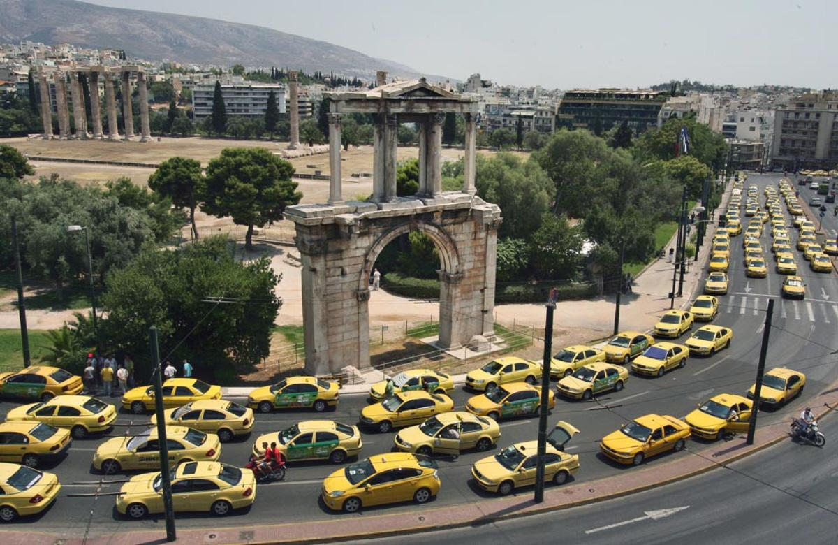 Contes mythologiques et autres fariboles... - Page 3 Hunderds-of-yellow-athens-taxis